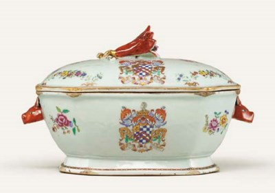 A FAMILLE ROSE ARMORIAL OBLONG