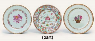 FIVE VARIOUS FAMILLE ROSE PLAT