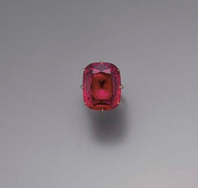 A RED SPINEL SINGLE-STONE RING
