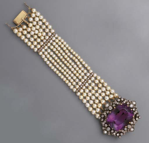 A CULTURED PEARL BRACELET WITH