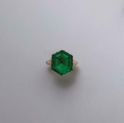 AN EXCEPTIONAL ANTIQUE EMERALD