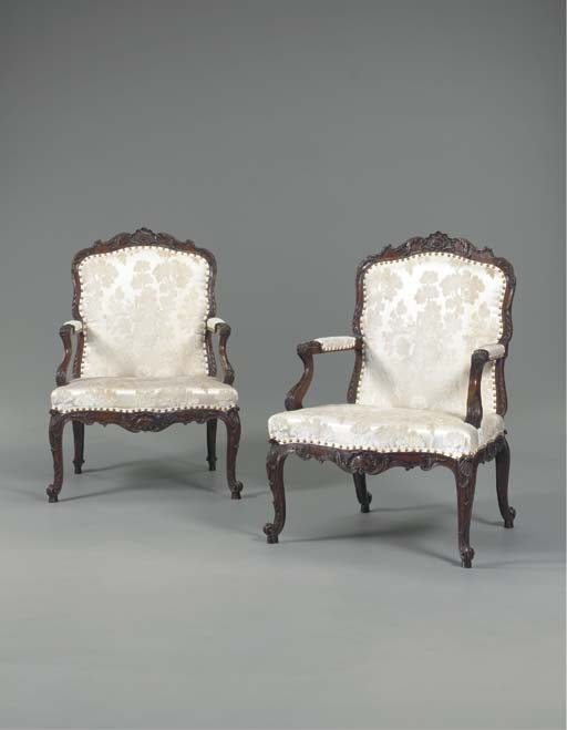 A PAIR OF GEORGE II SOLID WALN