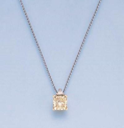 A YELLOW DIAMOND PENDANT