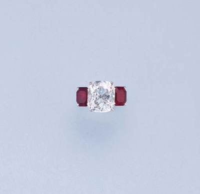 A FINE DIAMOND AND RUBY RING