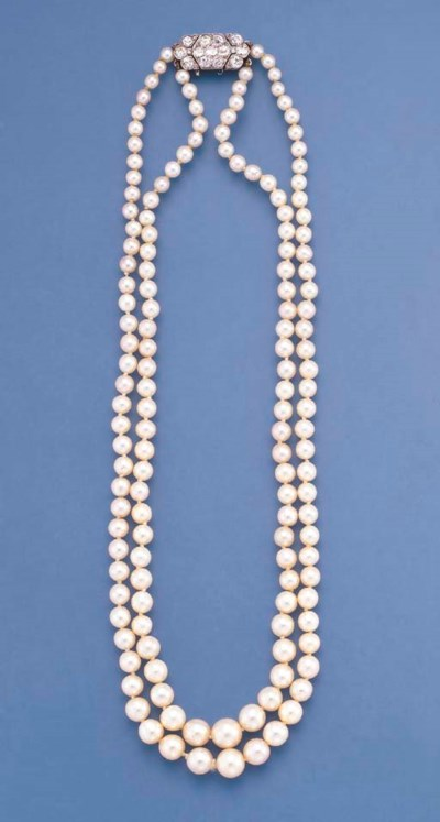 AN ART DECO TWO-ROW PEARL NECK
