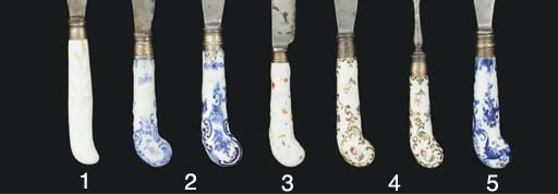 TWO BOW BLUE AND WHITE KNIFE-H