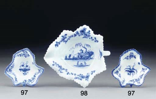 A WORCESTER BLUE AND WHITE LEA