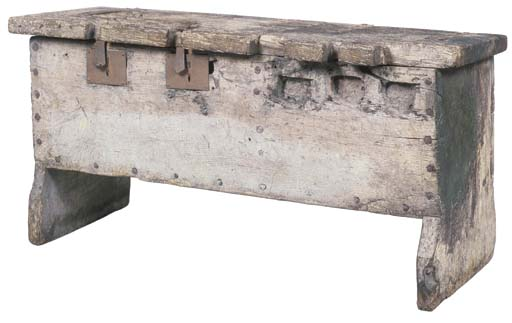 A WELSH MEDIEVAL OAK CHEST