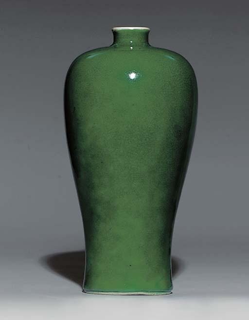AN APPLE-GREEN-GLAZED MEIPING