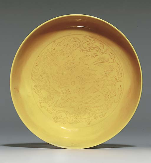A SMALL YELLOW-GLAZED SAUCER-D