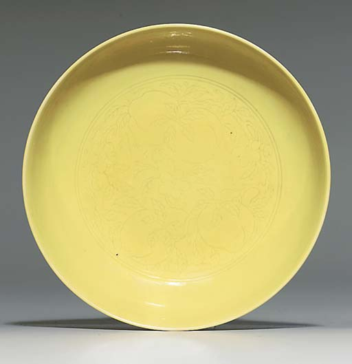 A SMALL YELLOW-GLAZED SAUCER