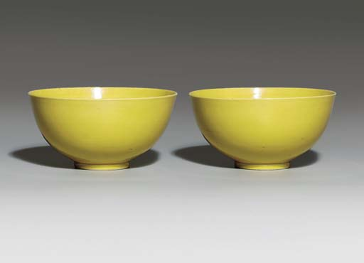 A PAIR OF YELLOW-GLAZED BOWLS