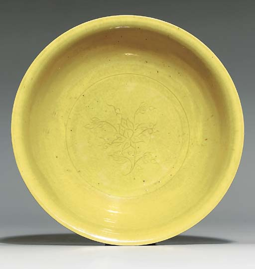A YELLOW-GLAZED INCISED BOWL