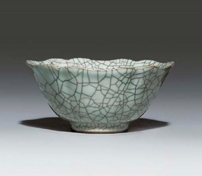 A GUAN-TYPE-GLAZED BOWL
