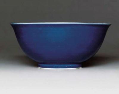 A LARGE BLUE-GLAZED BOWL