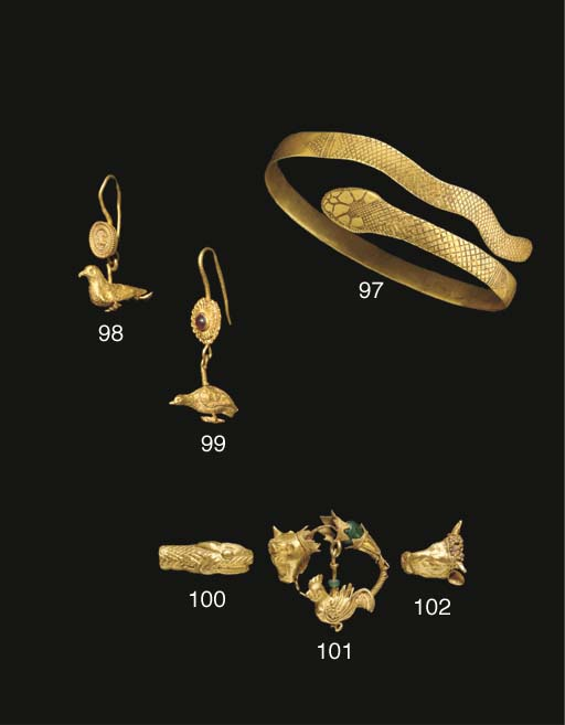 A HELLENISTIC GOLD EARRING WIT