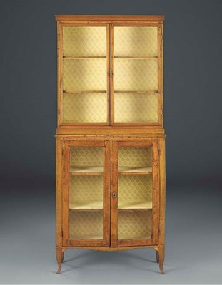 AN ITALIAN WALNUT DISPLAY CABI