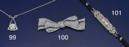 A lady's Art Deco, diamond wri