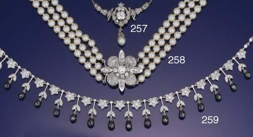 A diamond cluster clasp suspen
