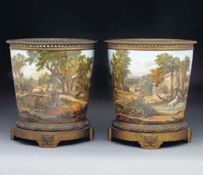 A PAIR OF FRENCH PORCELAIN GIL