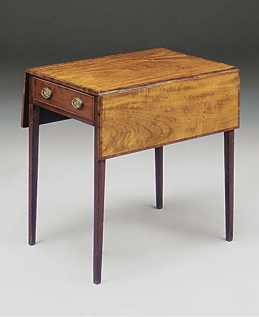 A MAHOGANY AND ROSEWOOD CROSSBANDED PEMBROKE TABLE