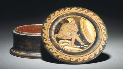 AN APULIAN RED-FIGURE PYXIS