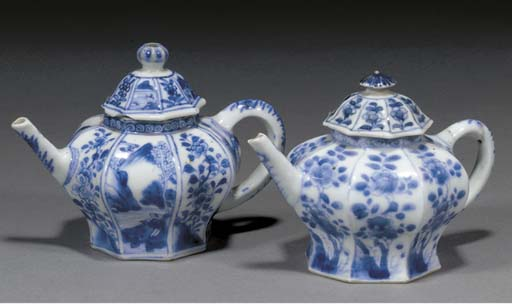 Two Chinese blue and white fac