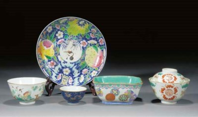 A famille rose quatrefoil bowl