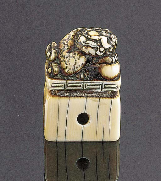 A Japanese seal-form ivory net