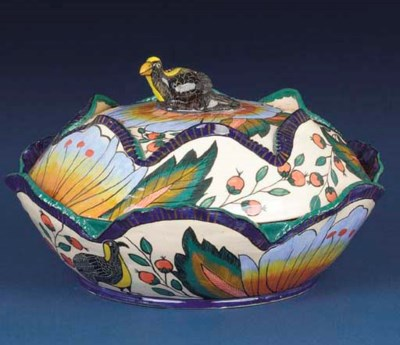 A bird bowl and cover
