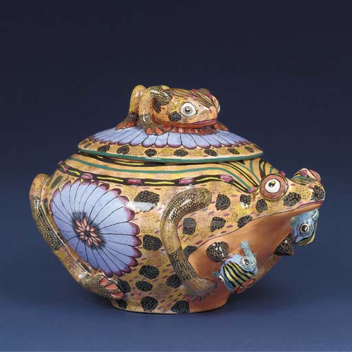 A frog tureen and cover