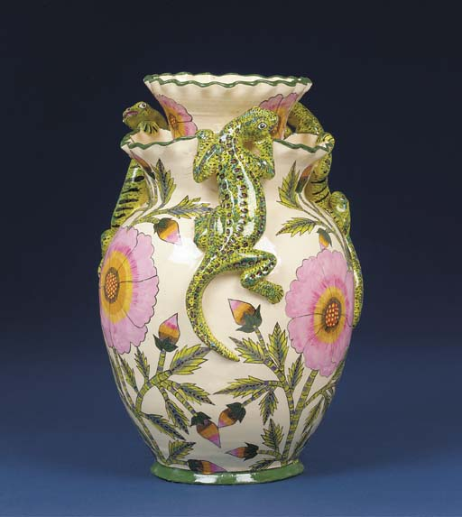 A lizard vase