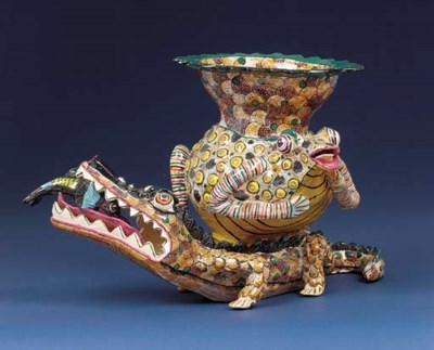 A crocodile and frog vase