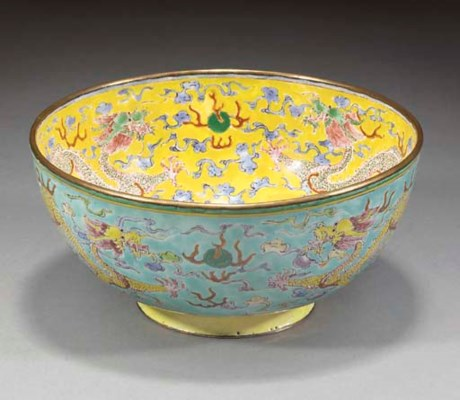A Chinese enamel bowl, 19th Ce