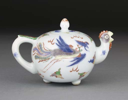 A Chinese wucai teapot, 19th c