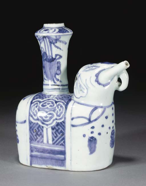 A Chinese blue and white zoomo