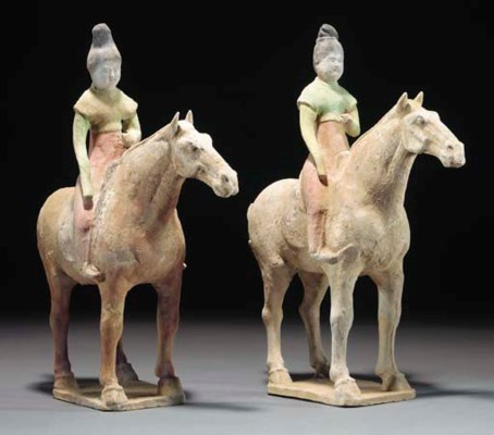 A pair of Chinese painted pott