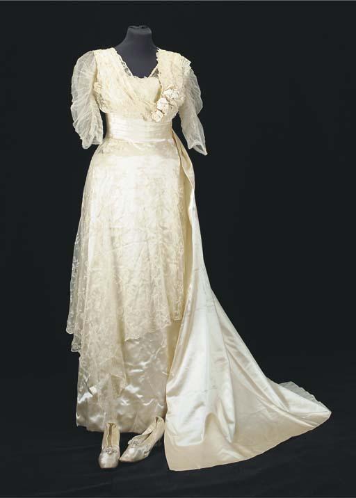 A wedding ensemble, comprising