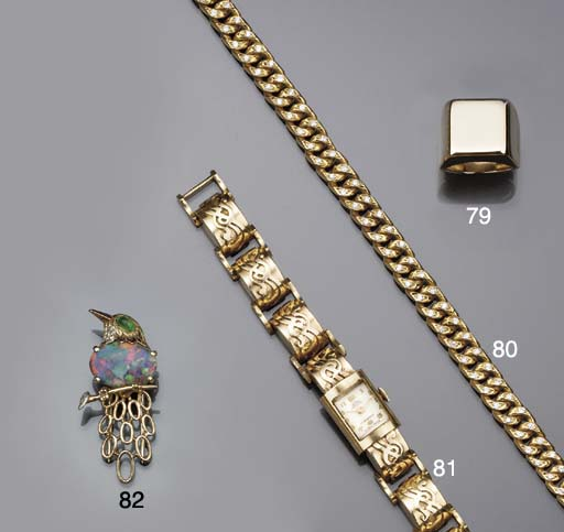 A diamond-set chain-link neckl