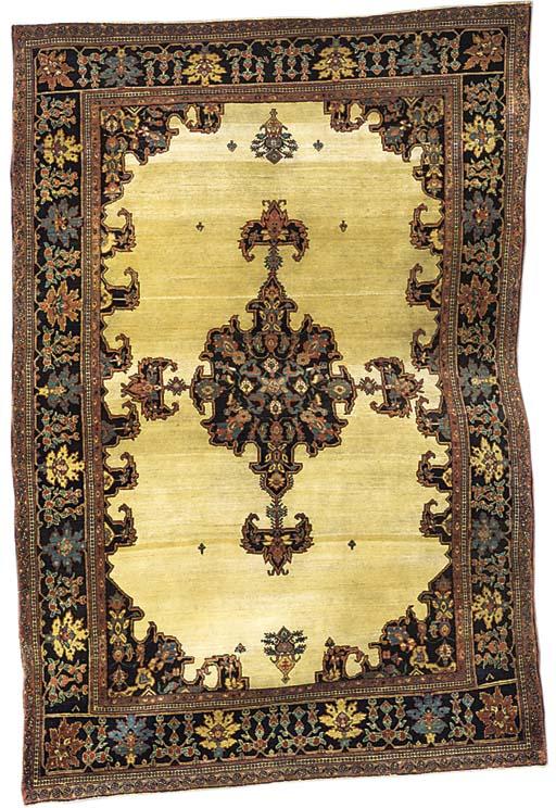 A fine antique Sarouk rug, Wes