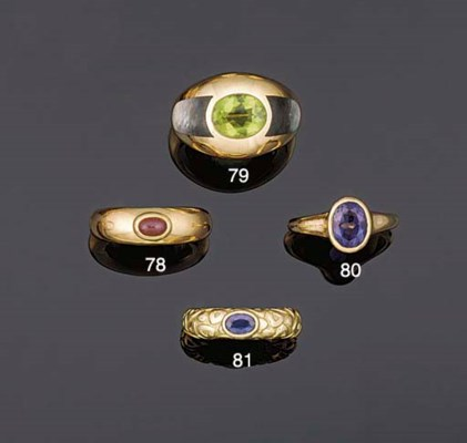 A sapphire single stone ring b