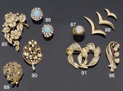 A diamond flower brooch,