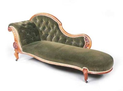 A LATE VICTORIAN WALNUT CHAISE