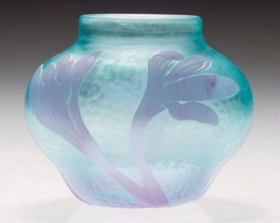 A CARVED CAMEO GLASS VASE
