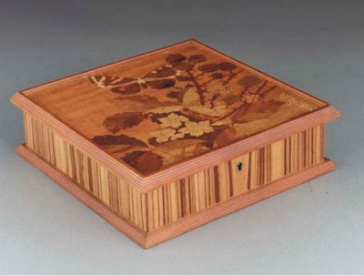 A MARQUETRY WOOD HINGED BOX