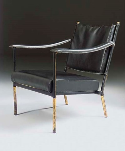 A LEATHER UPHOLSTERED LOUNGE C