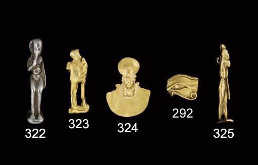 AN EGYPTIAN GOLD PENDANT FIGUR