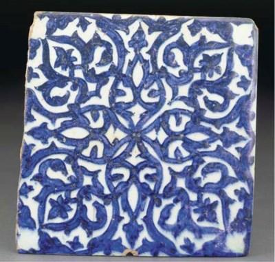A Mamluk blue and white potter