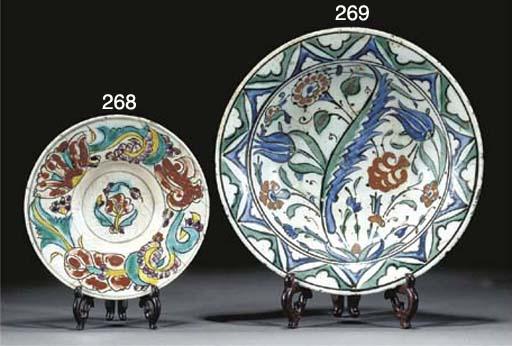 An Iznik pottery dish, 17th century