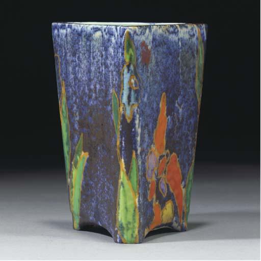 An Inspiration Vase Shape 200